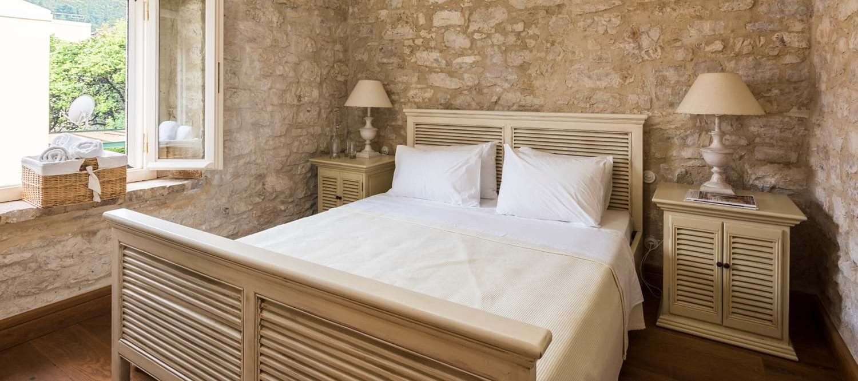 villa-archontiko-double-bedroom-3