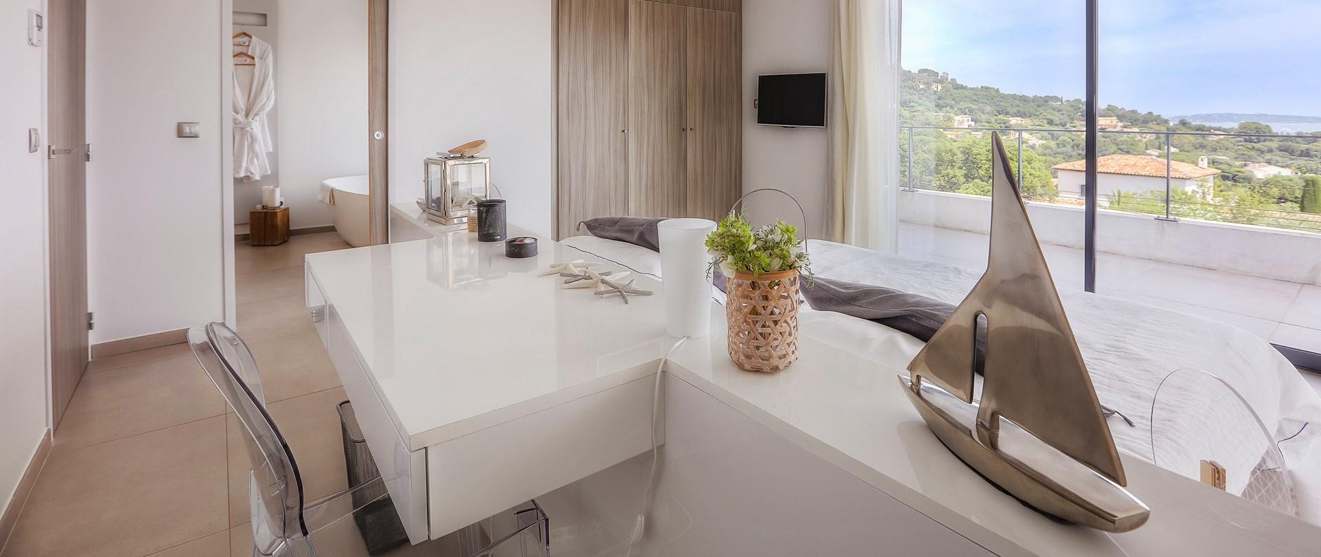 villa-grimaud-master-bedroom-suite