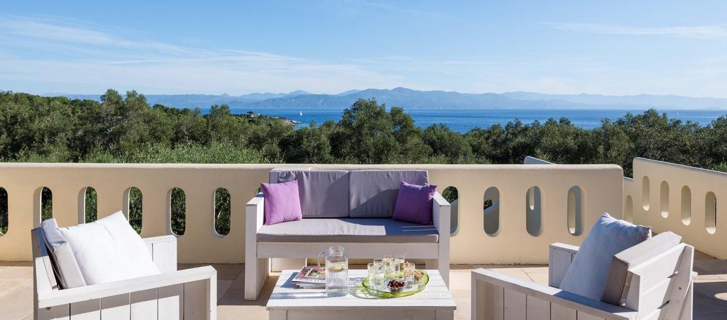 villa-iviscus-master-bedroom-terrace