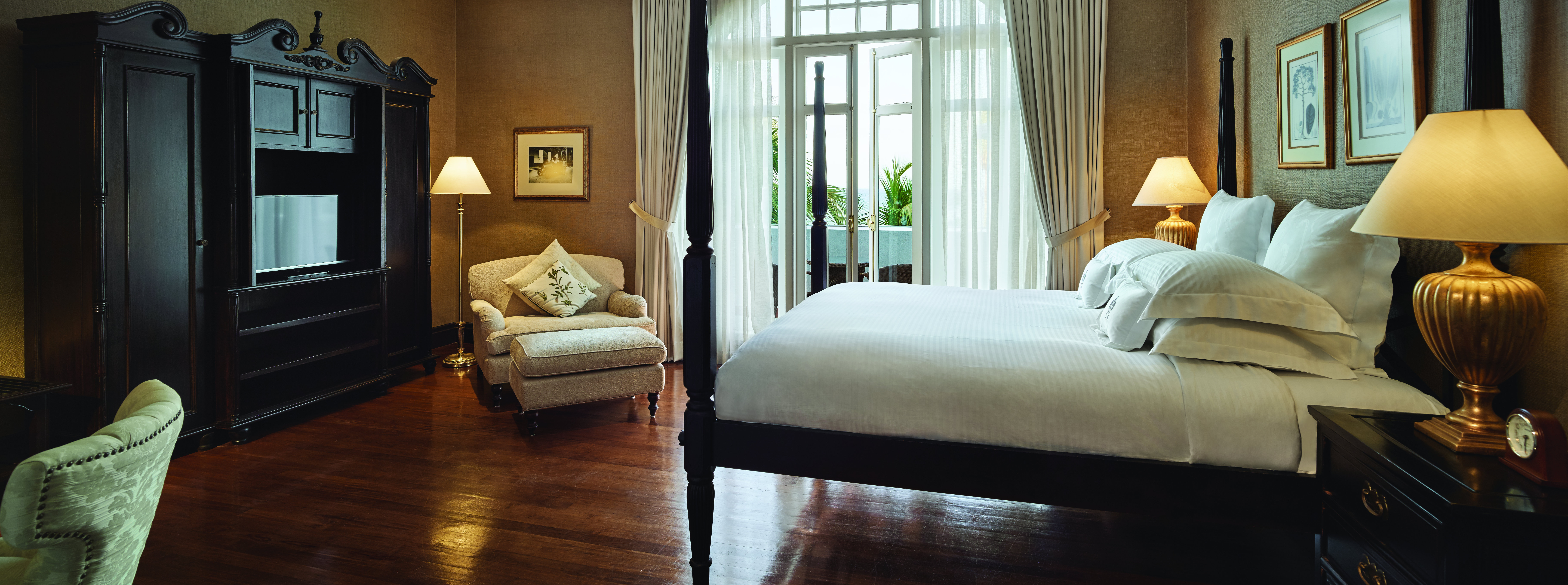 luxury-hotel-bedroom-penang