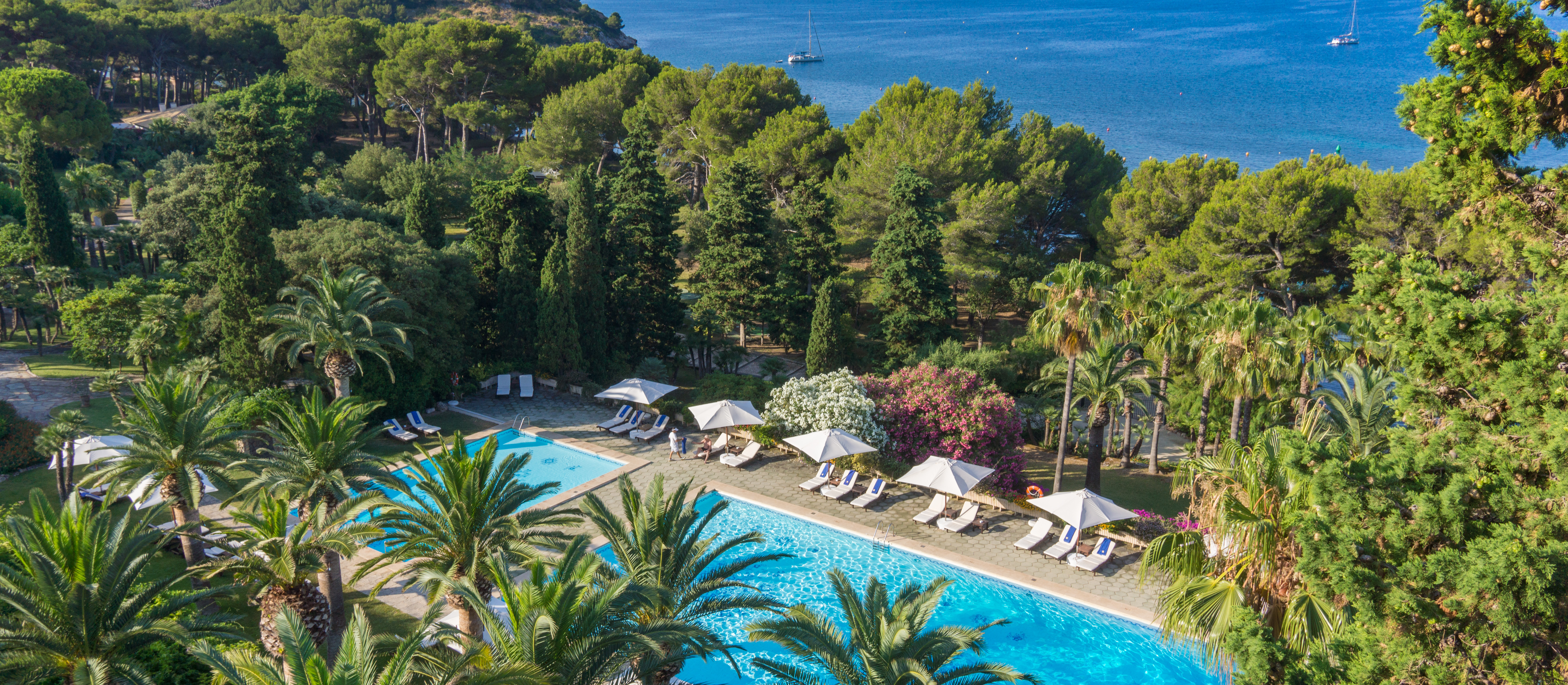 luxury-hotel-formentor-pool-view