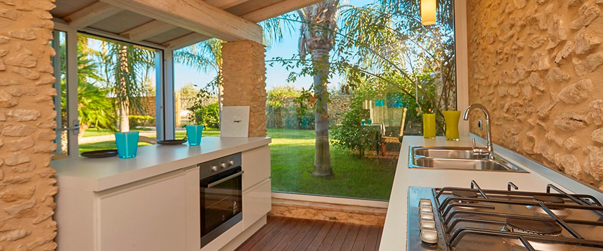 villa-selinunte-annexe-kitchen