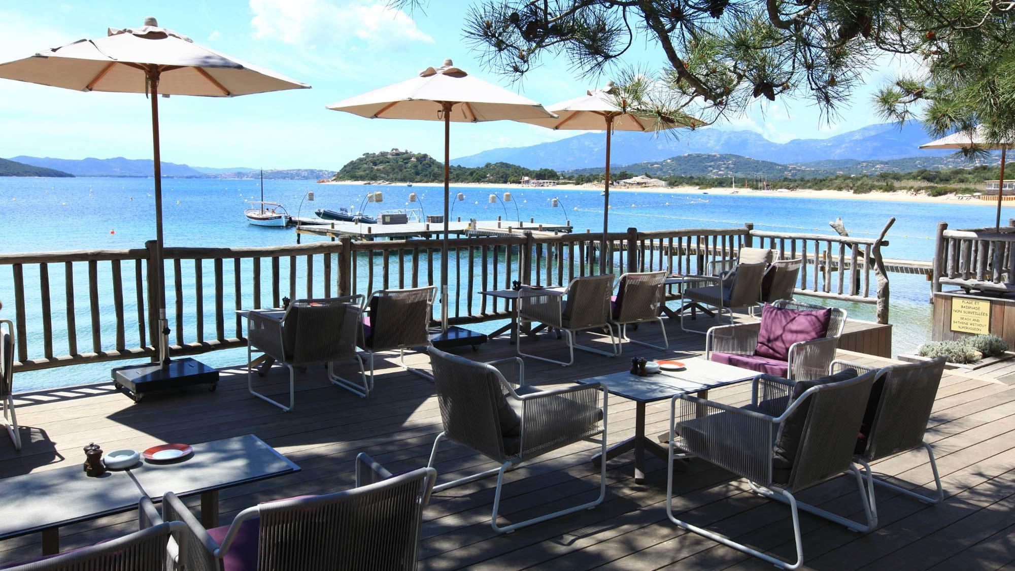 grand-hotel-de-cala-rossa-terrasse-plage