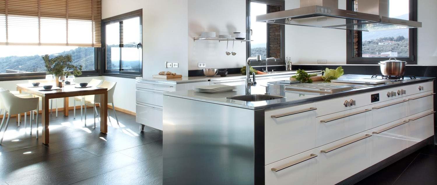 villa-la-vista-costa-brava-kitchen