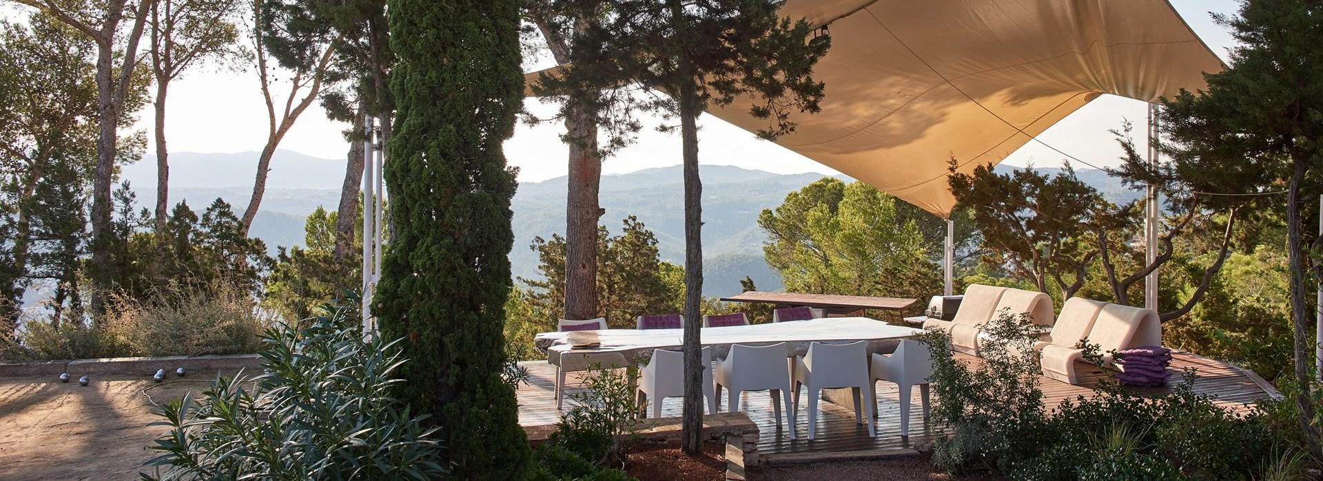 outdoor-dining-villa-can-castello