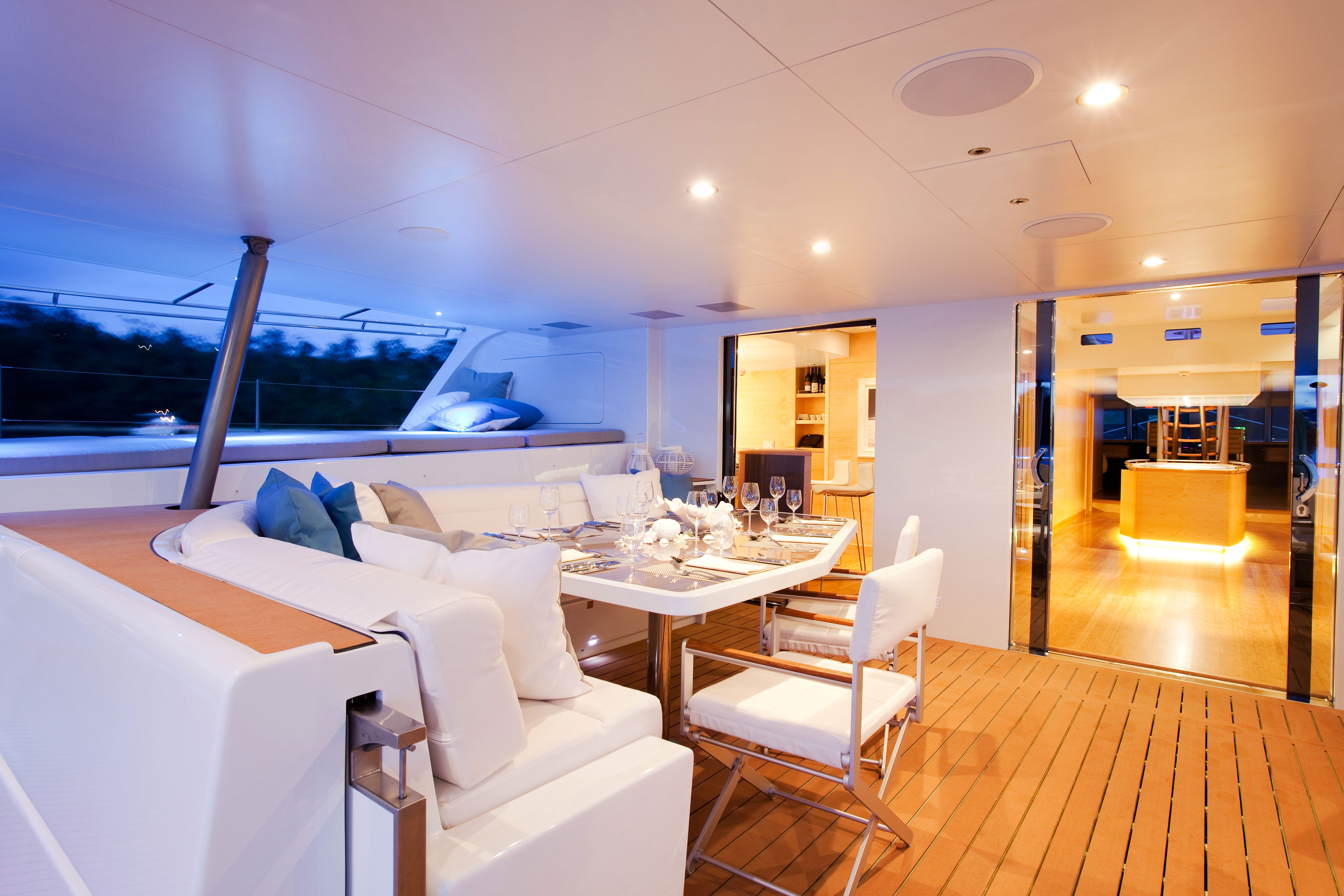 necker-belle-dining-deck