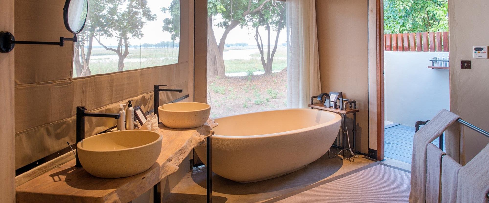 sausage-tree-camp-suite-bathroom