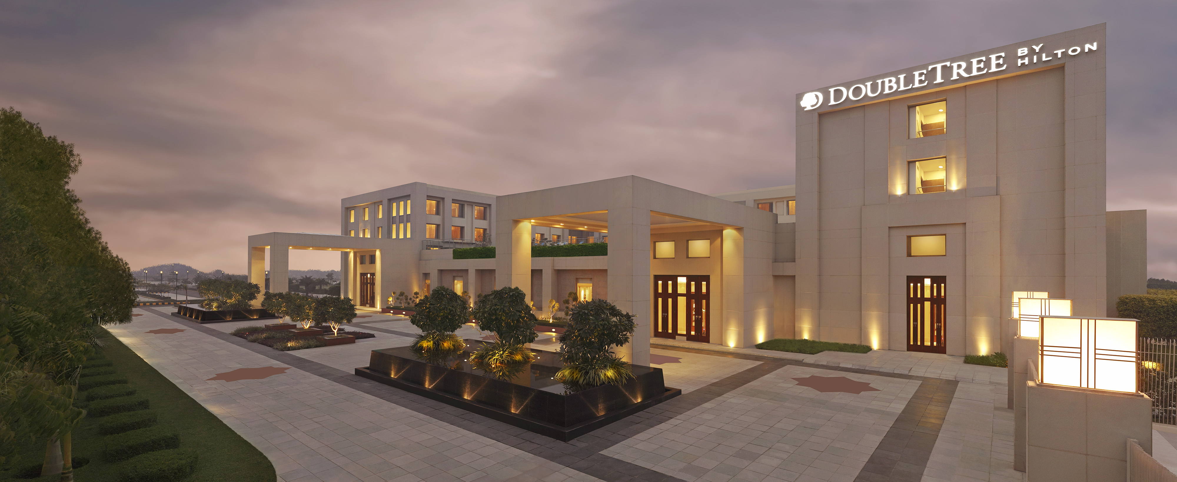 DoubleTree-by-Hilton-Agra-Exterior