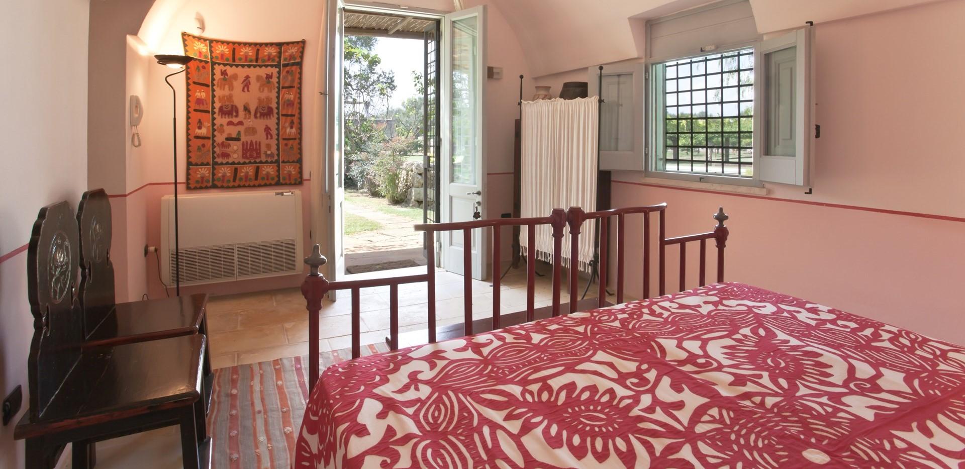 villa-le-more-garden-studio-bedroom