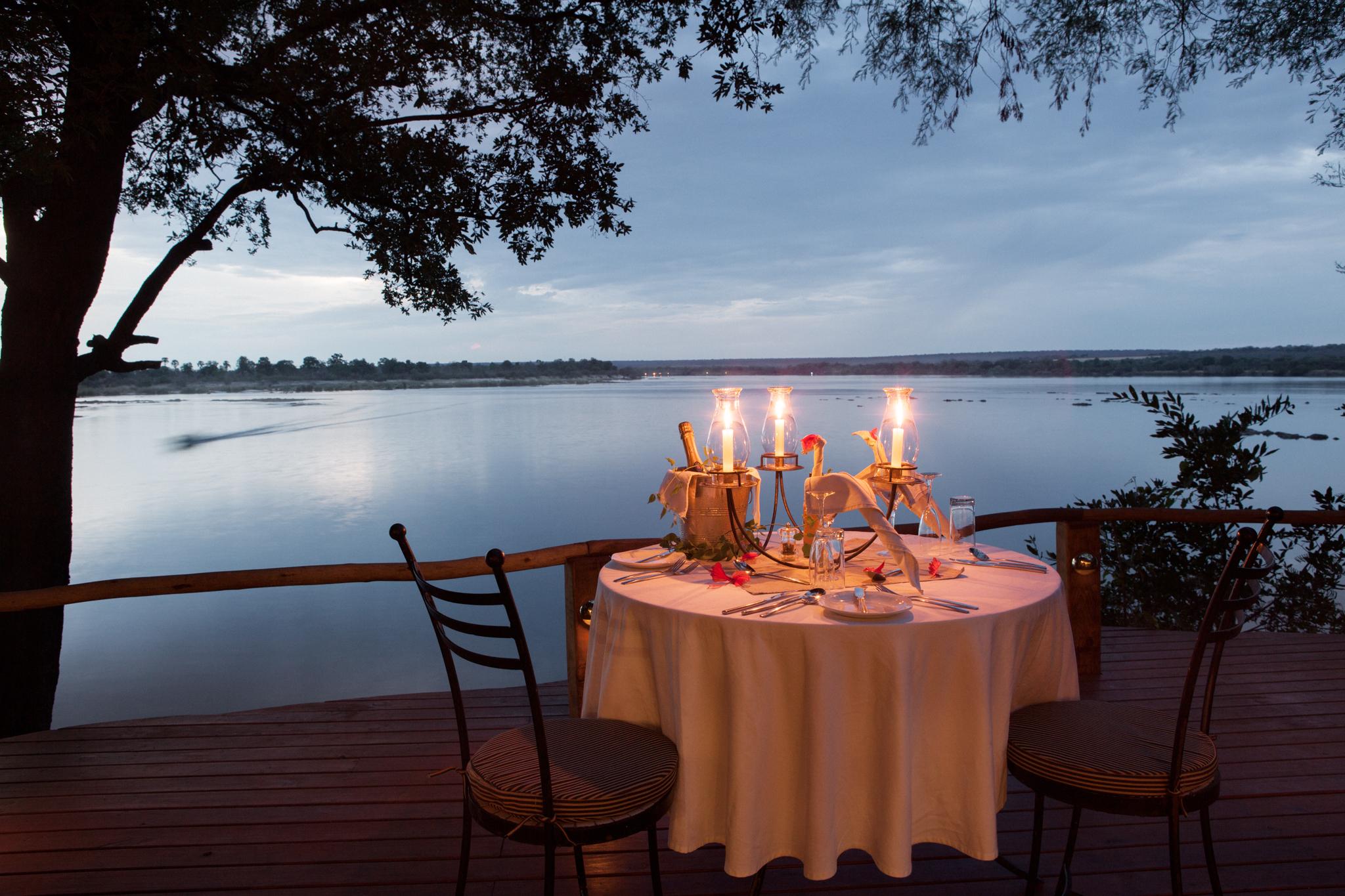 dining-beside-zambezi-river