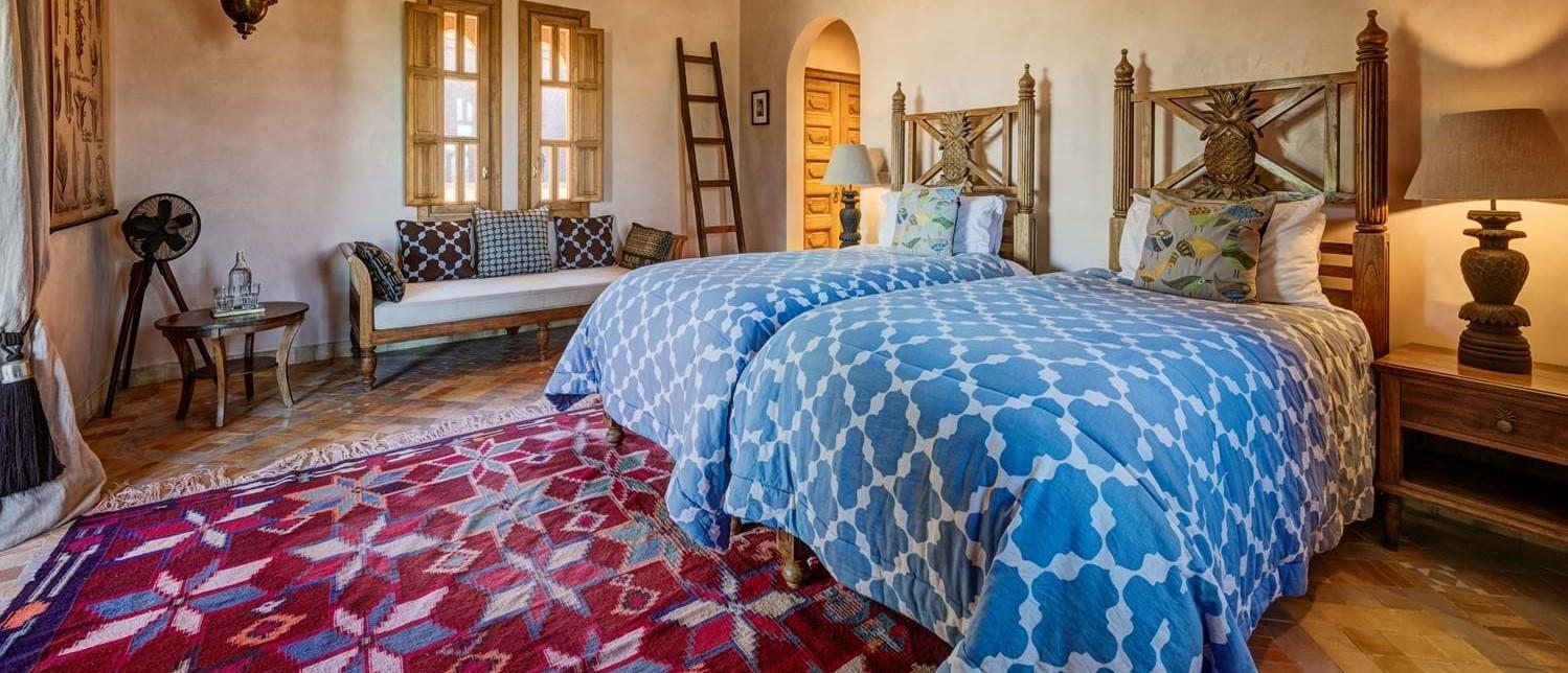 villa-cobalt-blue-twin-bedroom