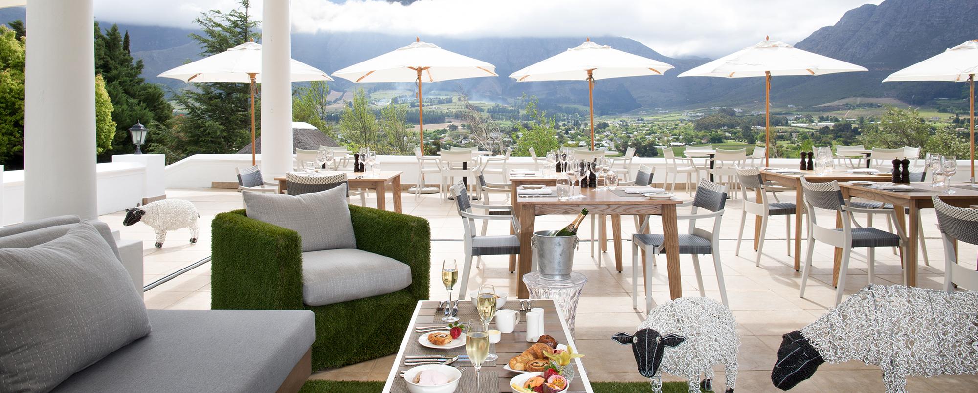 mont-rochelle-miko-restaurant-terrace