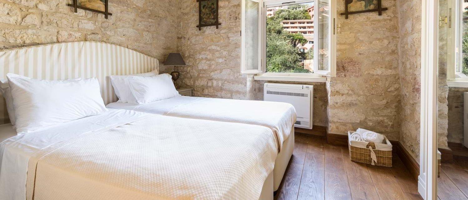 villa-archontiko-double-bedroom-4