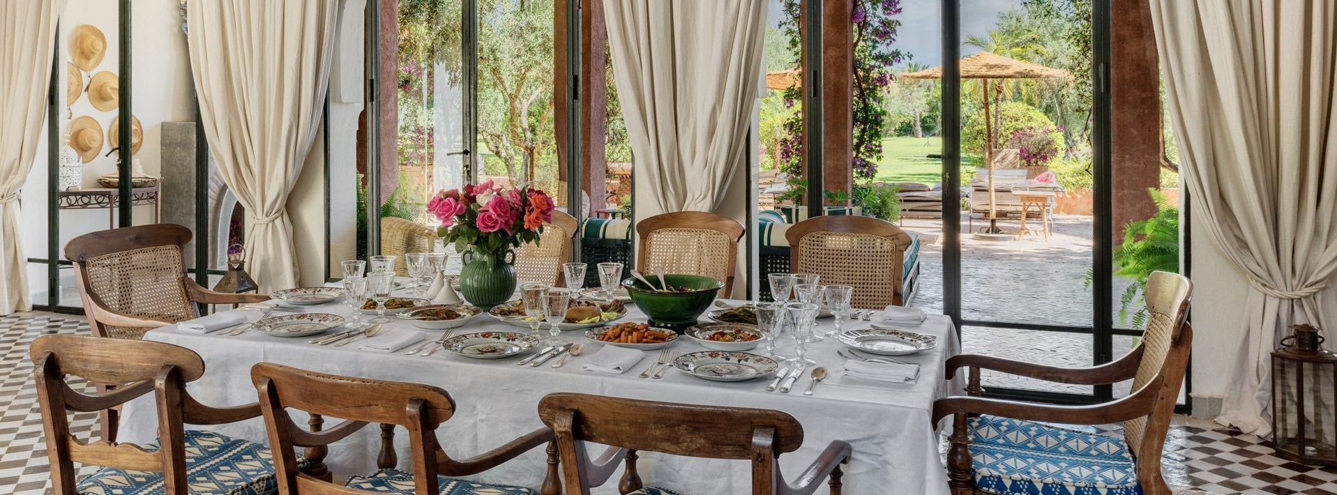 dar-des-roses-blanches-dining