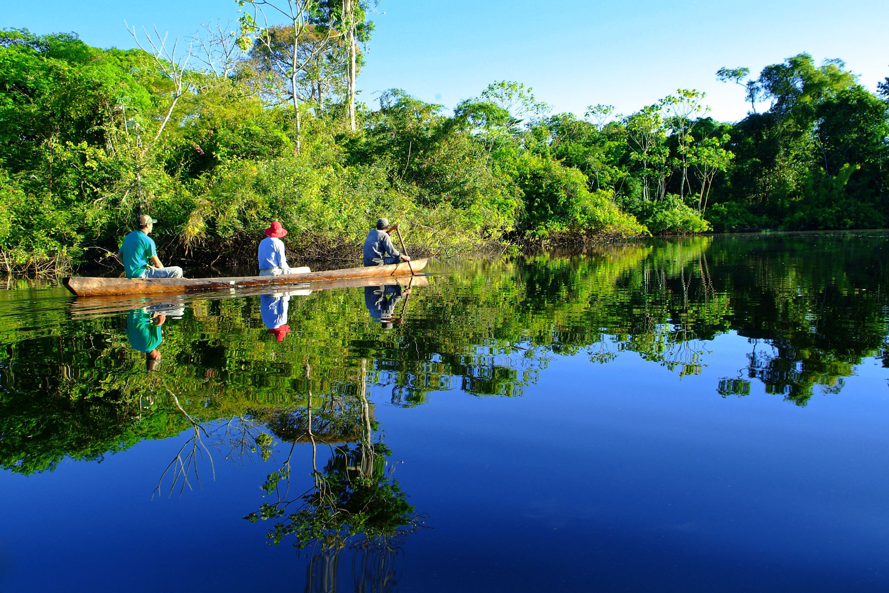 canoeing-on-amazon-river-peru