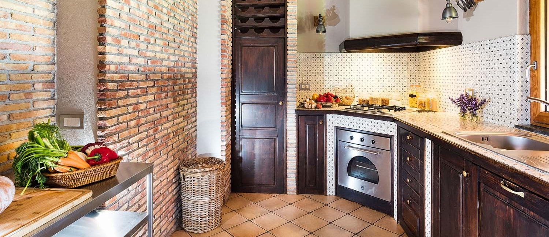 villa-trecastagni-sicily-kitchen