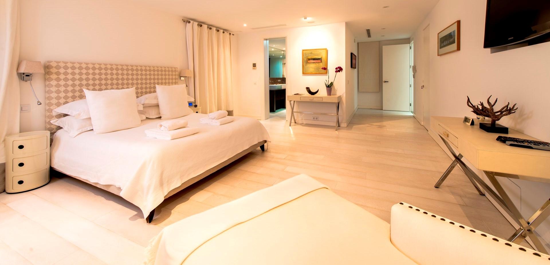 finca-jabali-master-bedroom-suite