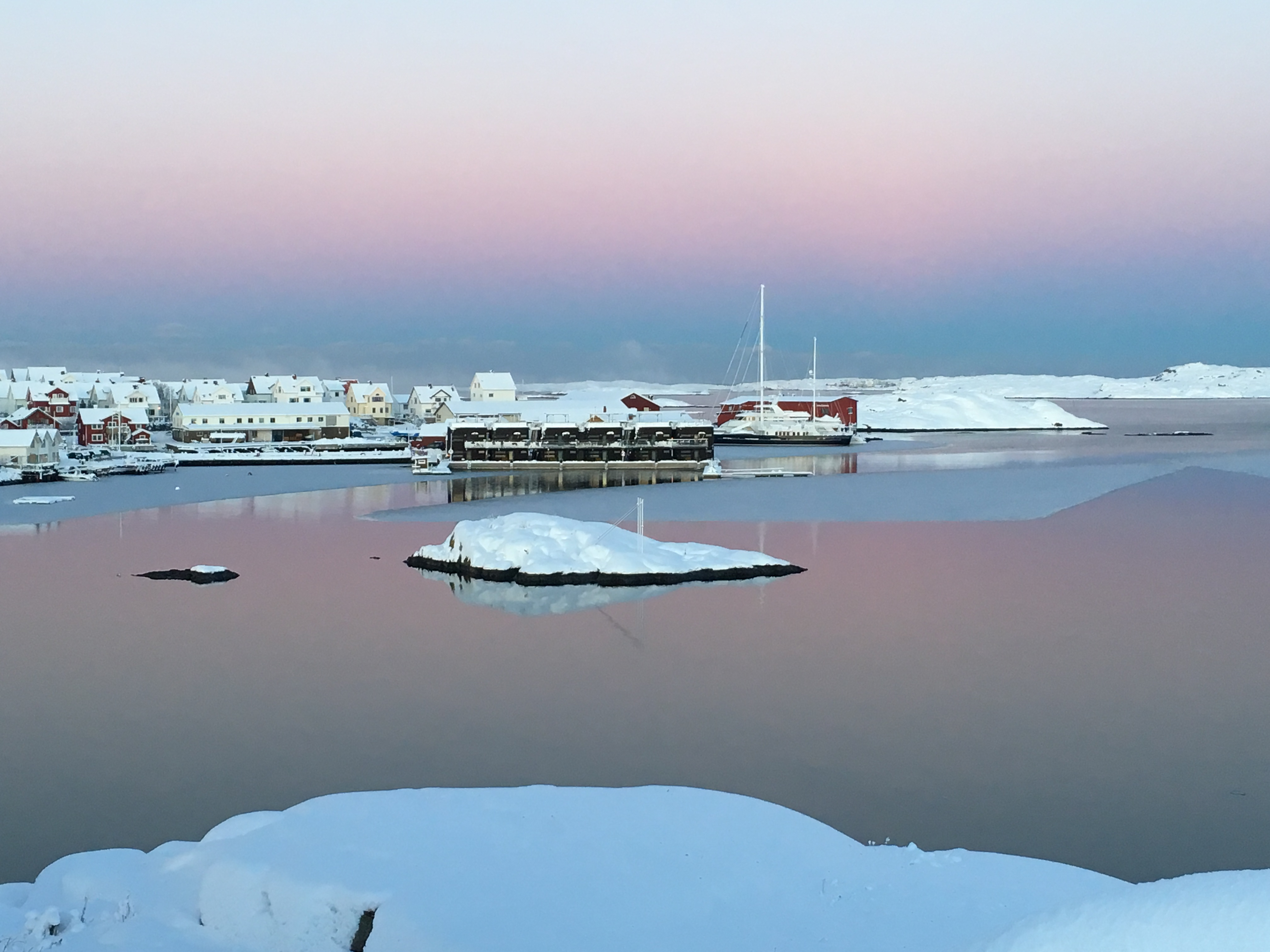 salt-and-sill-floating-hotel-winter