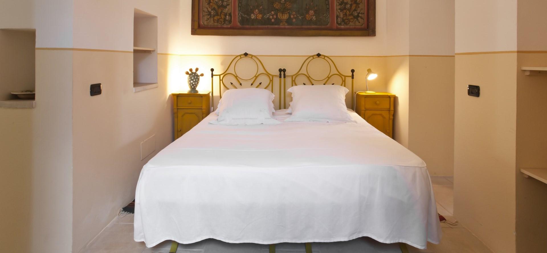 villa-le-more-puglia-double-bedroom-3