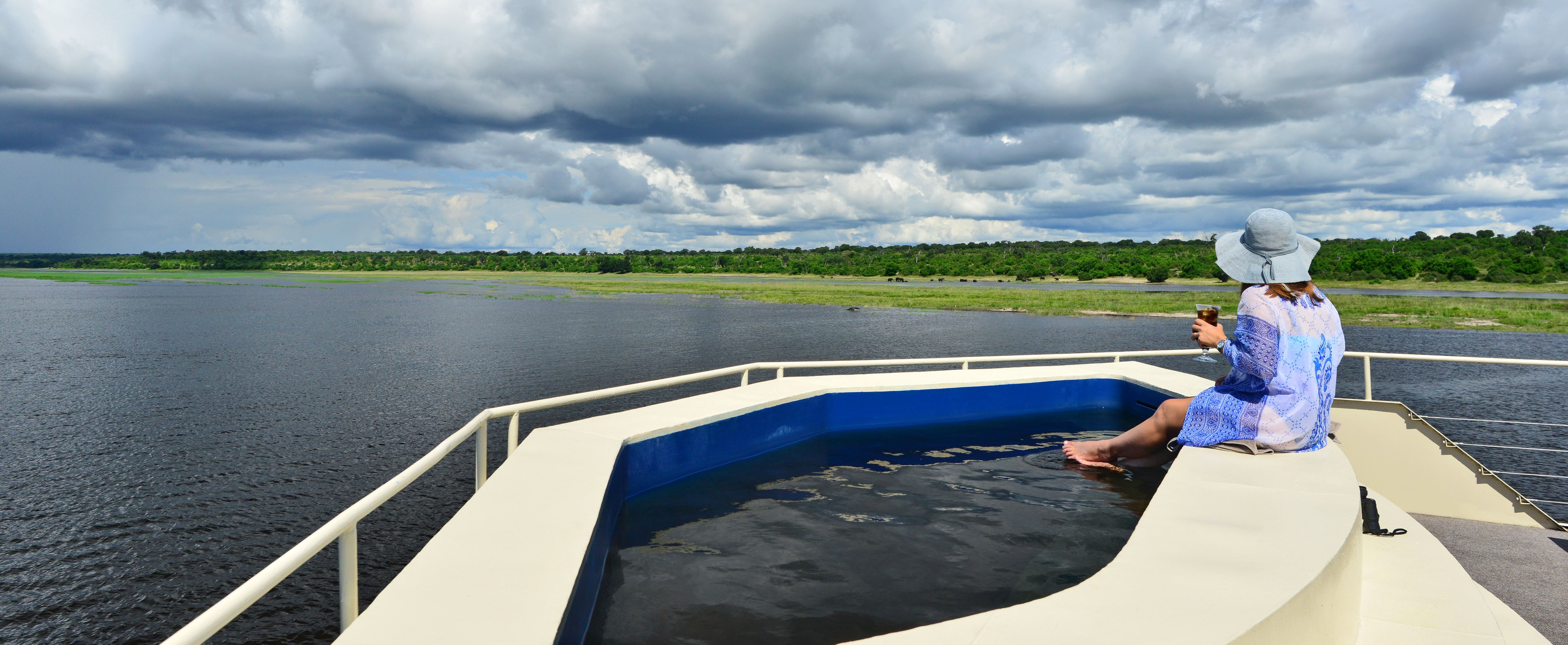 zambezi_queen_deck_pool