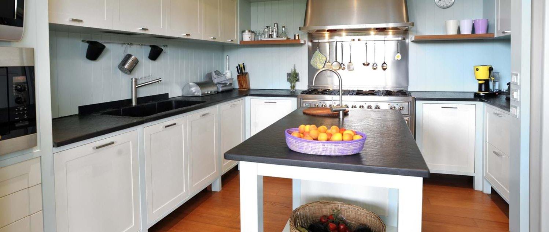 beach-house-tuscany-kitchen