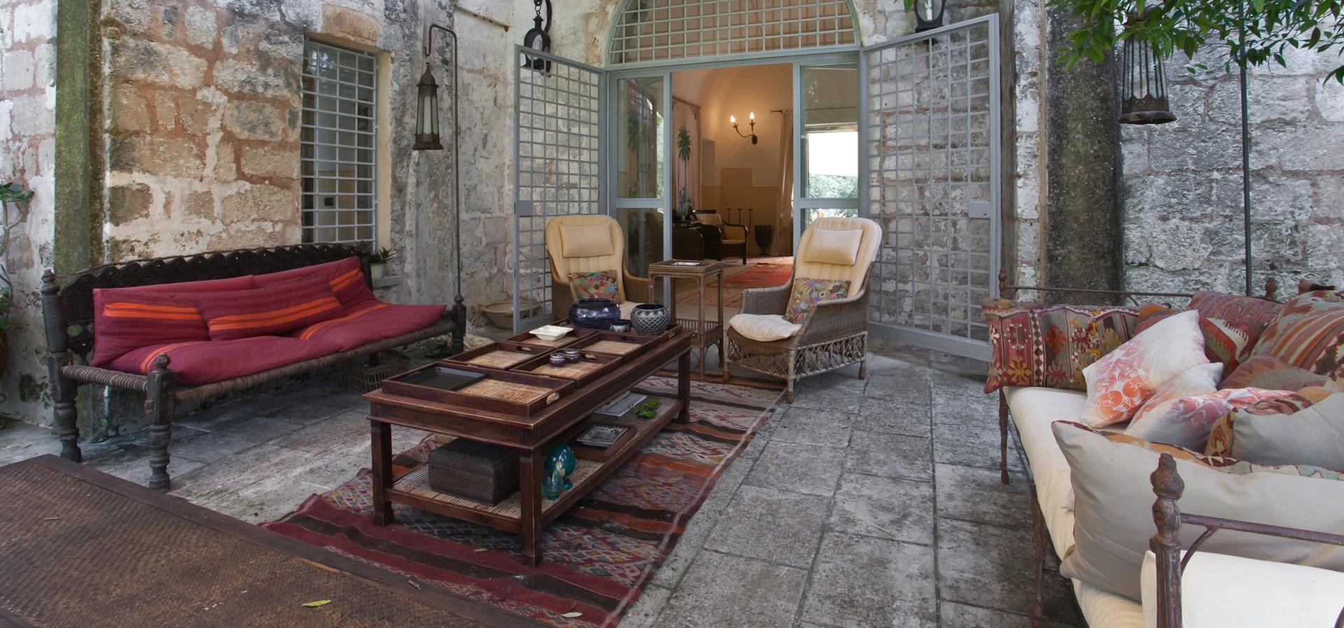 villa-le-more-puglia-italy-terrace
