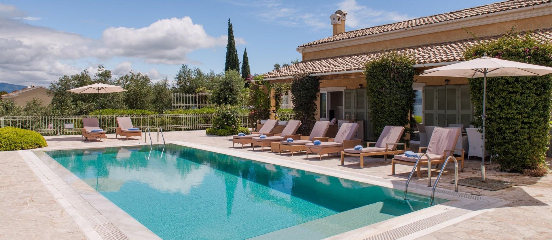 romantic-luxury-villas-greece
