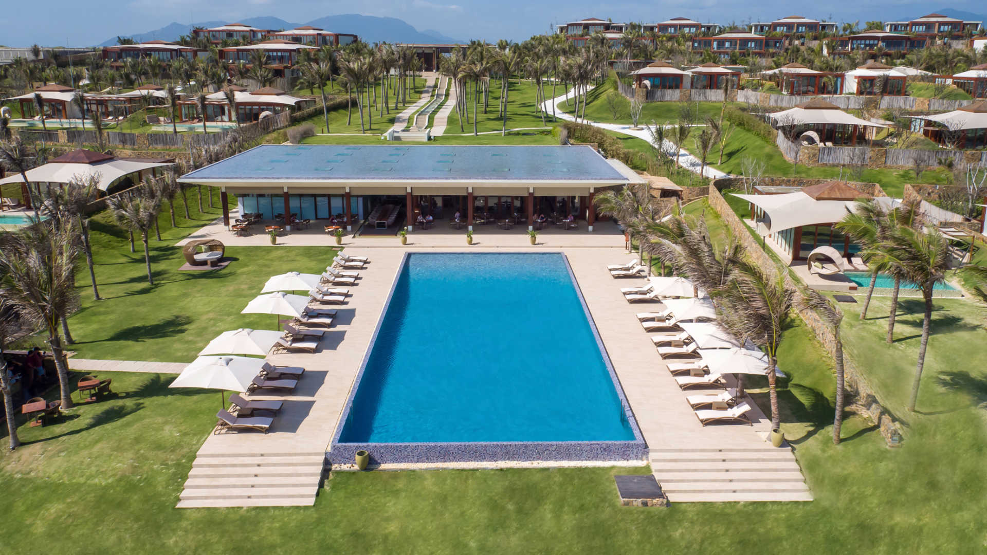 fusion-resort-cam-ranh-pool