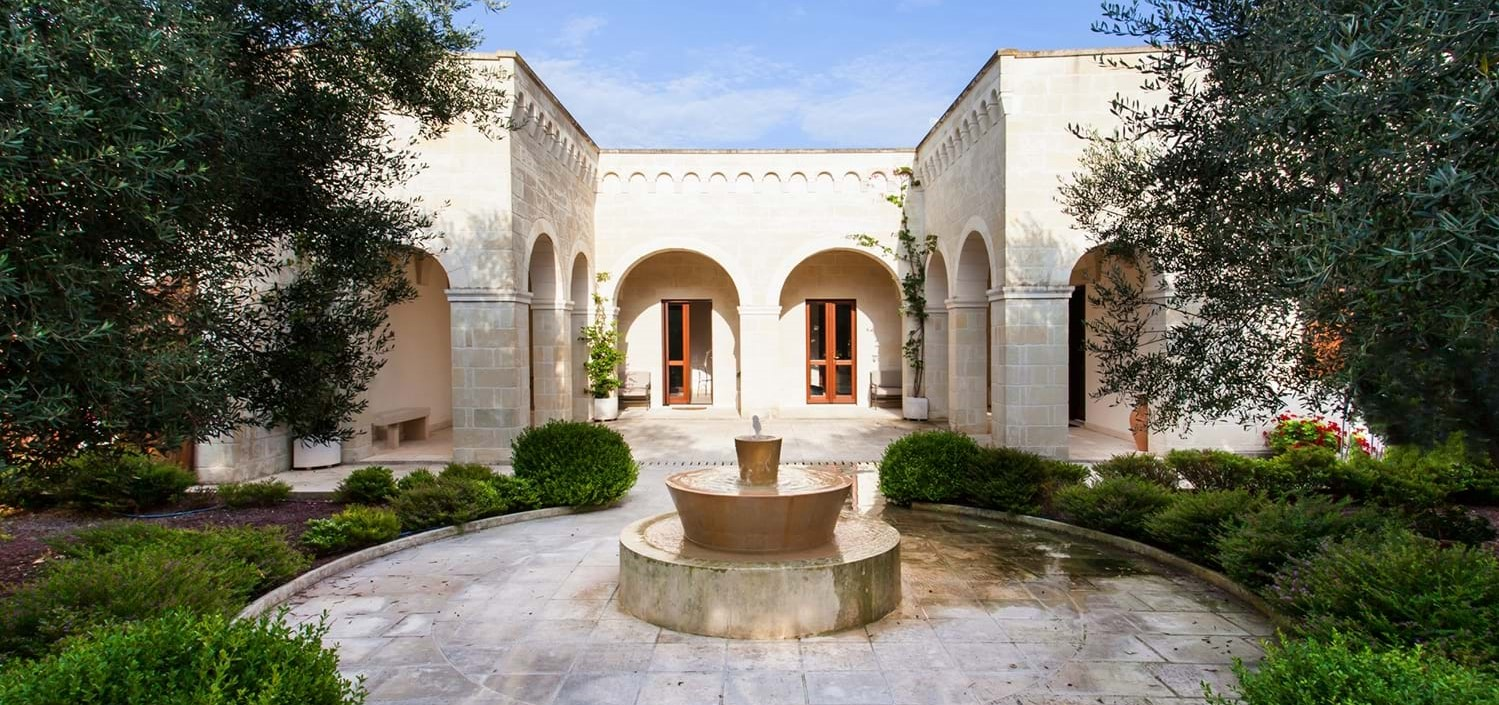 masseria-violetta-puglia-courtyard