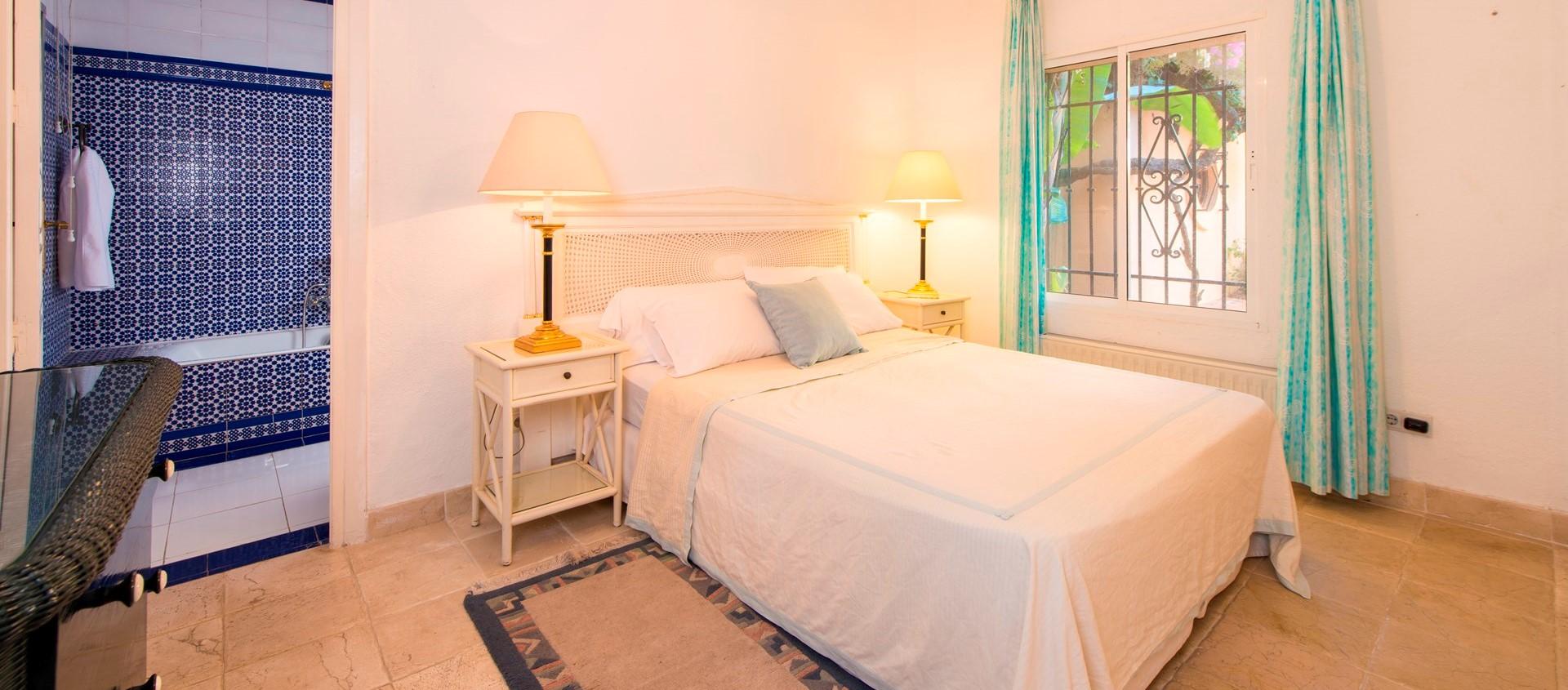 villa-marbella-double-bedroom3