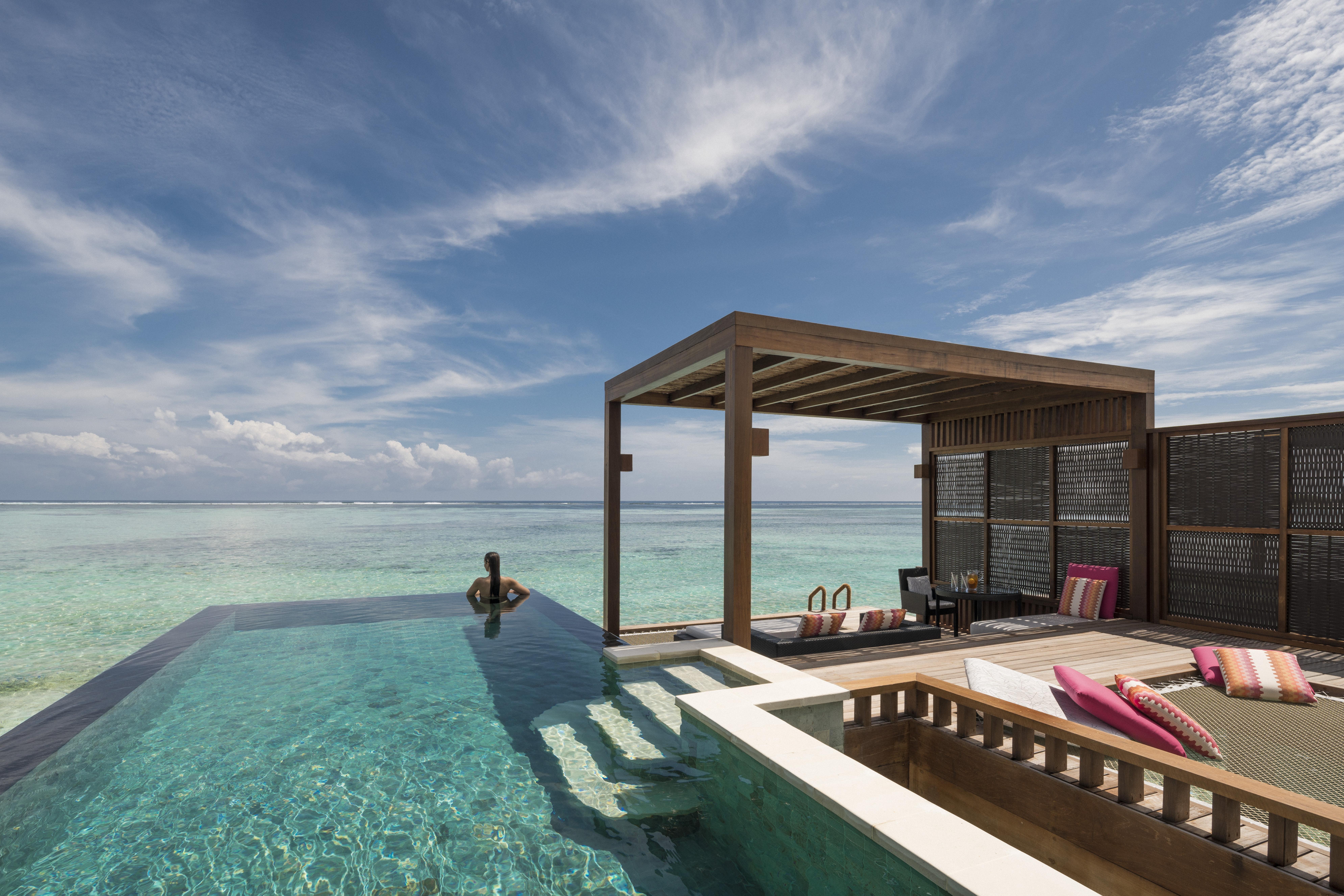 Water-Villa-Four-Seasons-Maldives