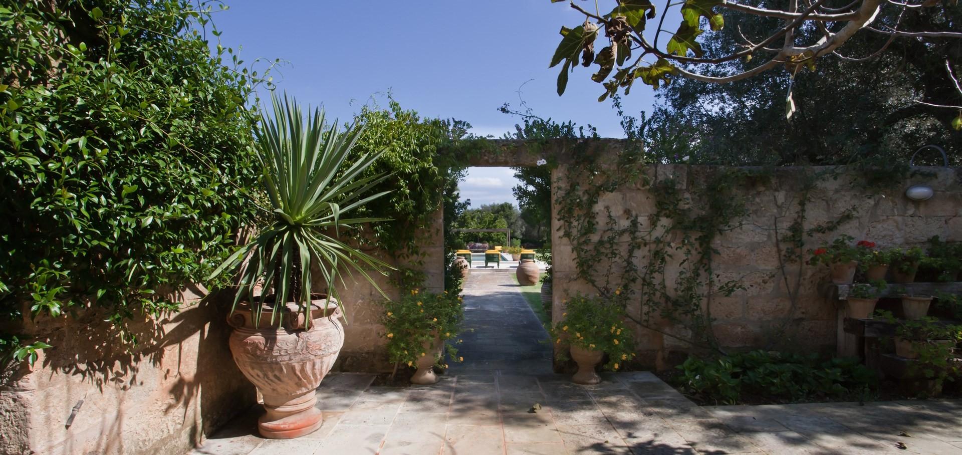 7-bedroom-luxury-family-villa-puglia