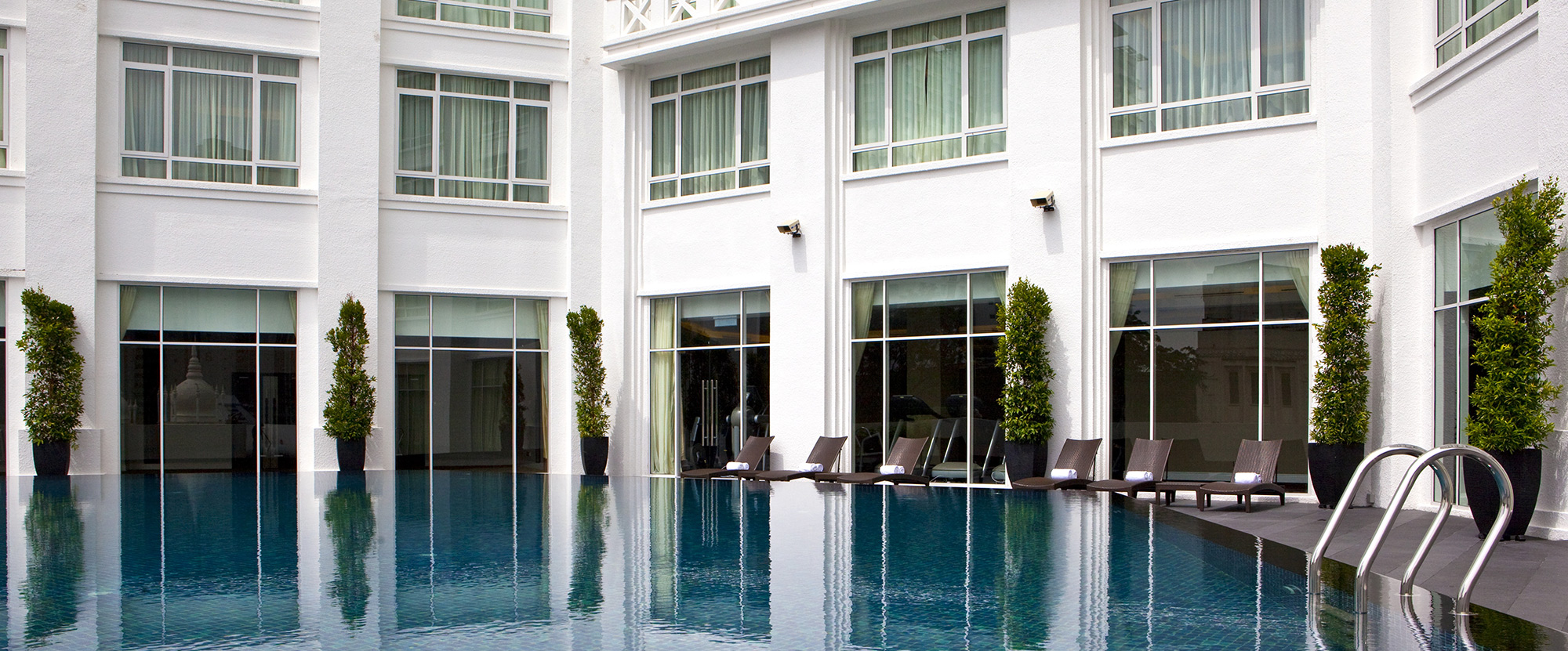 the-majestic-hotel-fourth-floor-pool
