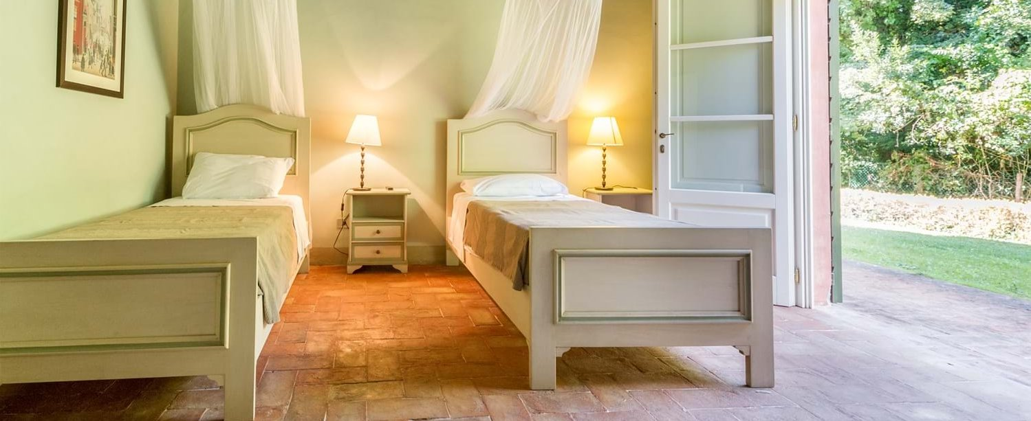 villa-lucca-tuscany-annexe-twin-bedroom.