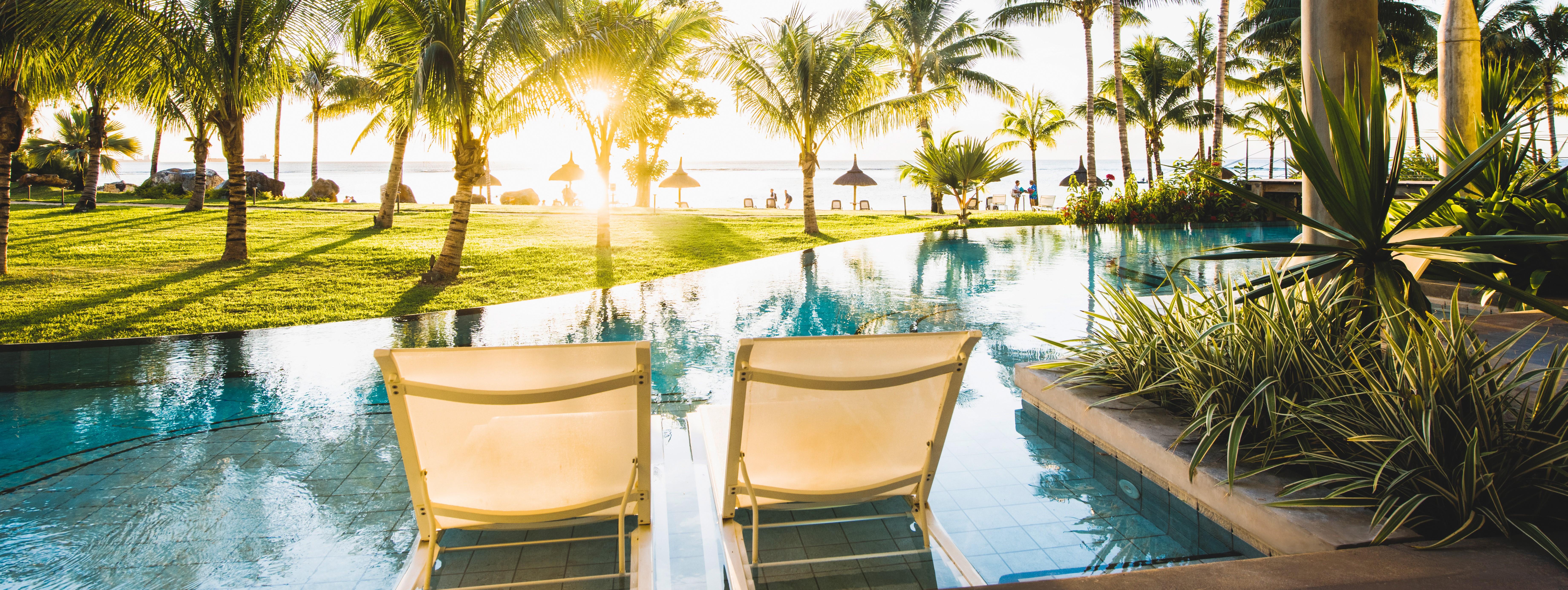 victoria-mauritius-swim-up-room-terrace.