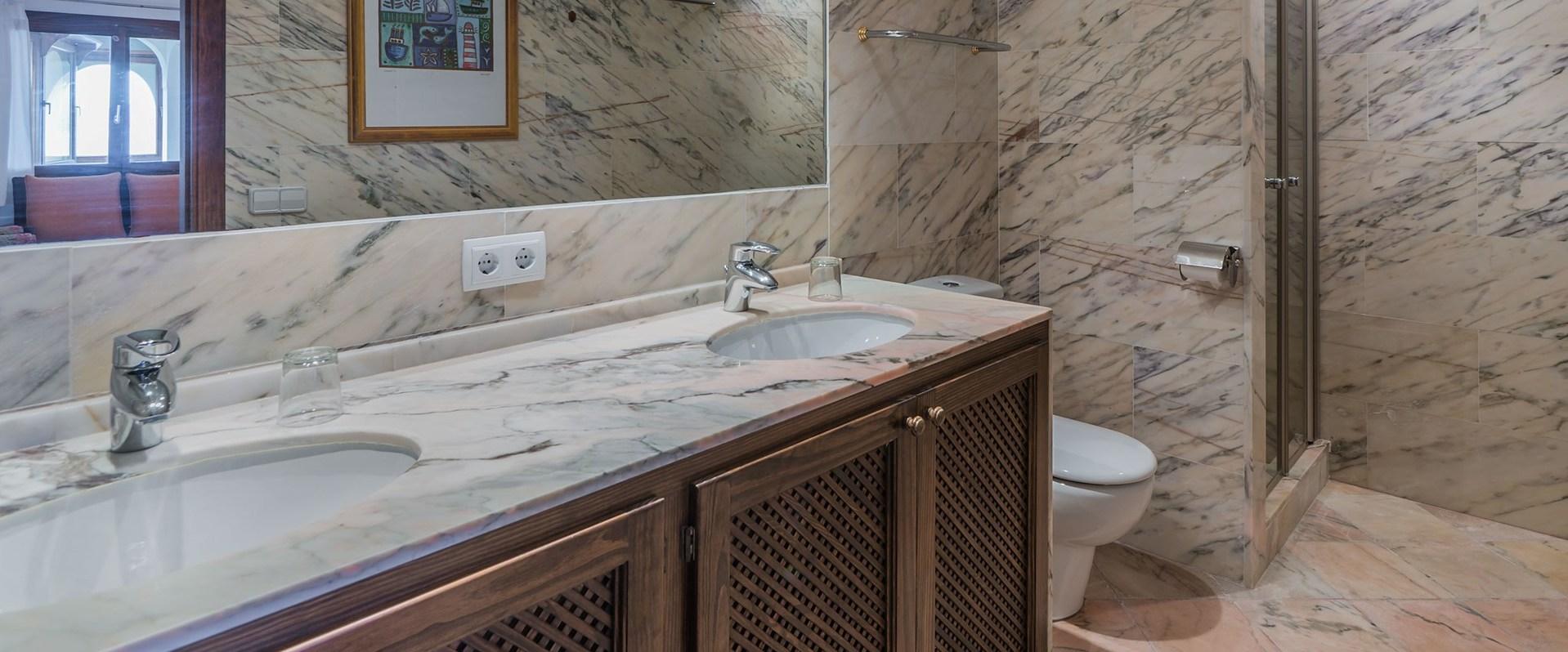 villa-el-mirador-marble-en-suite