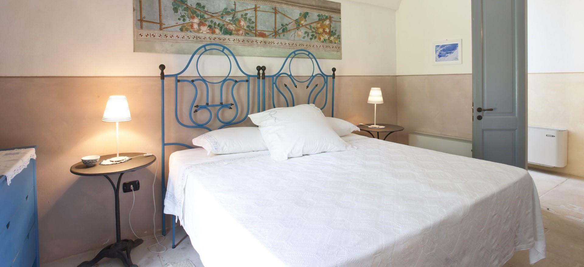 villa-le-more-puglia-double-bedroom-2