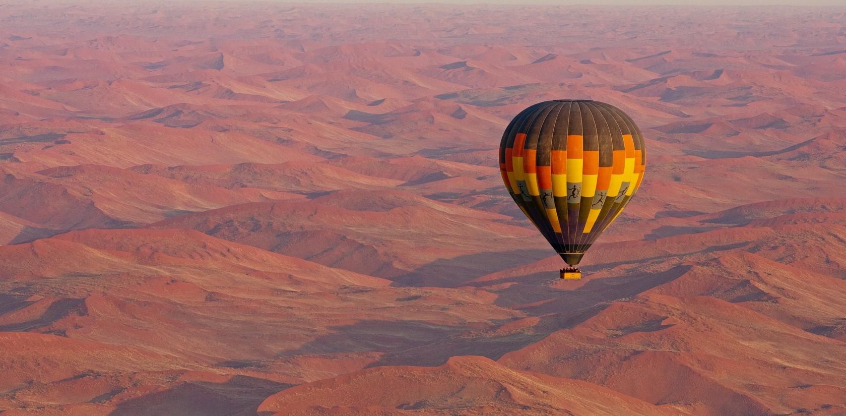 hot-air-balloon-over-sossusvlei
