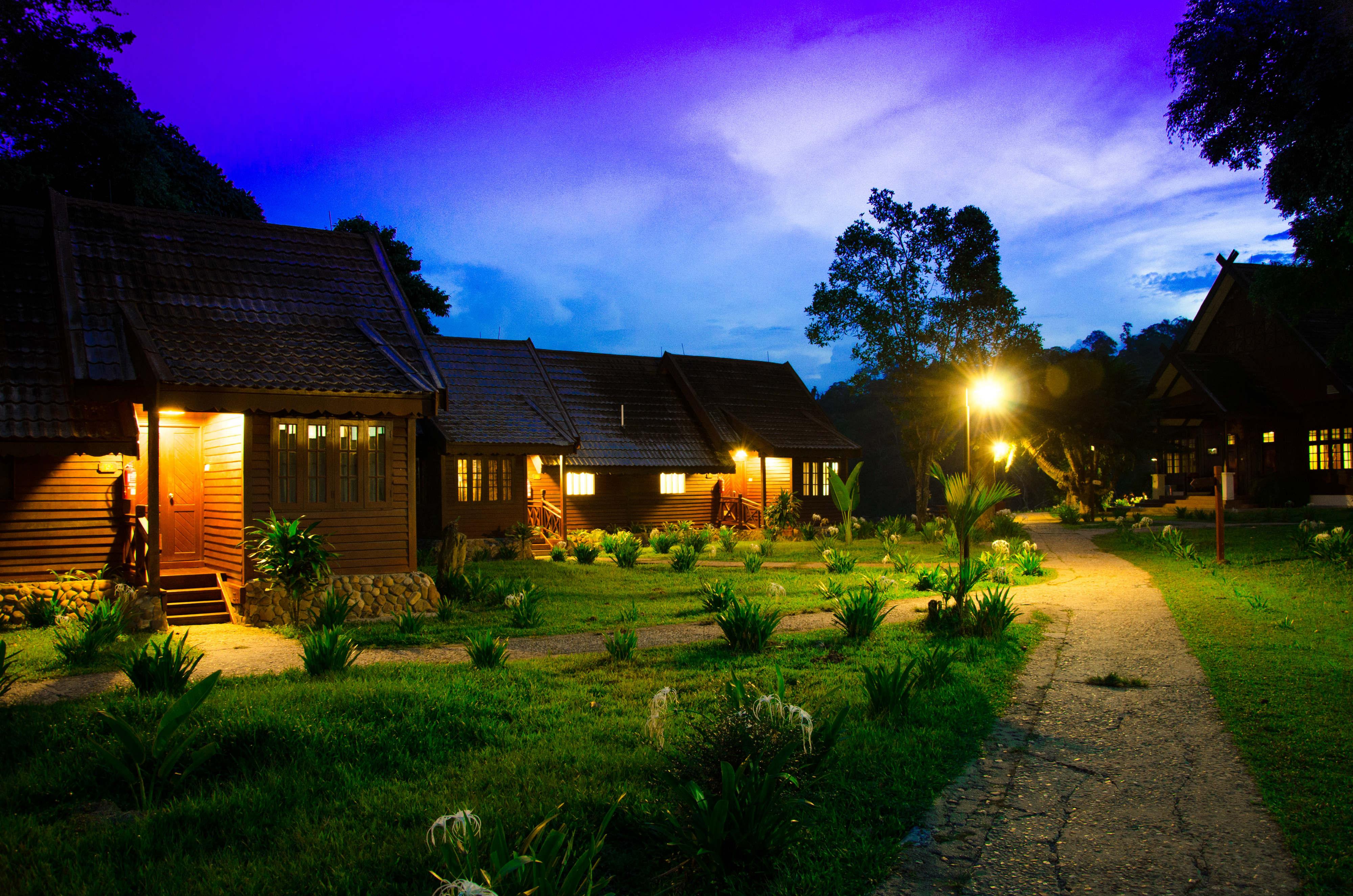 taman-negara-resort-night