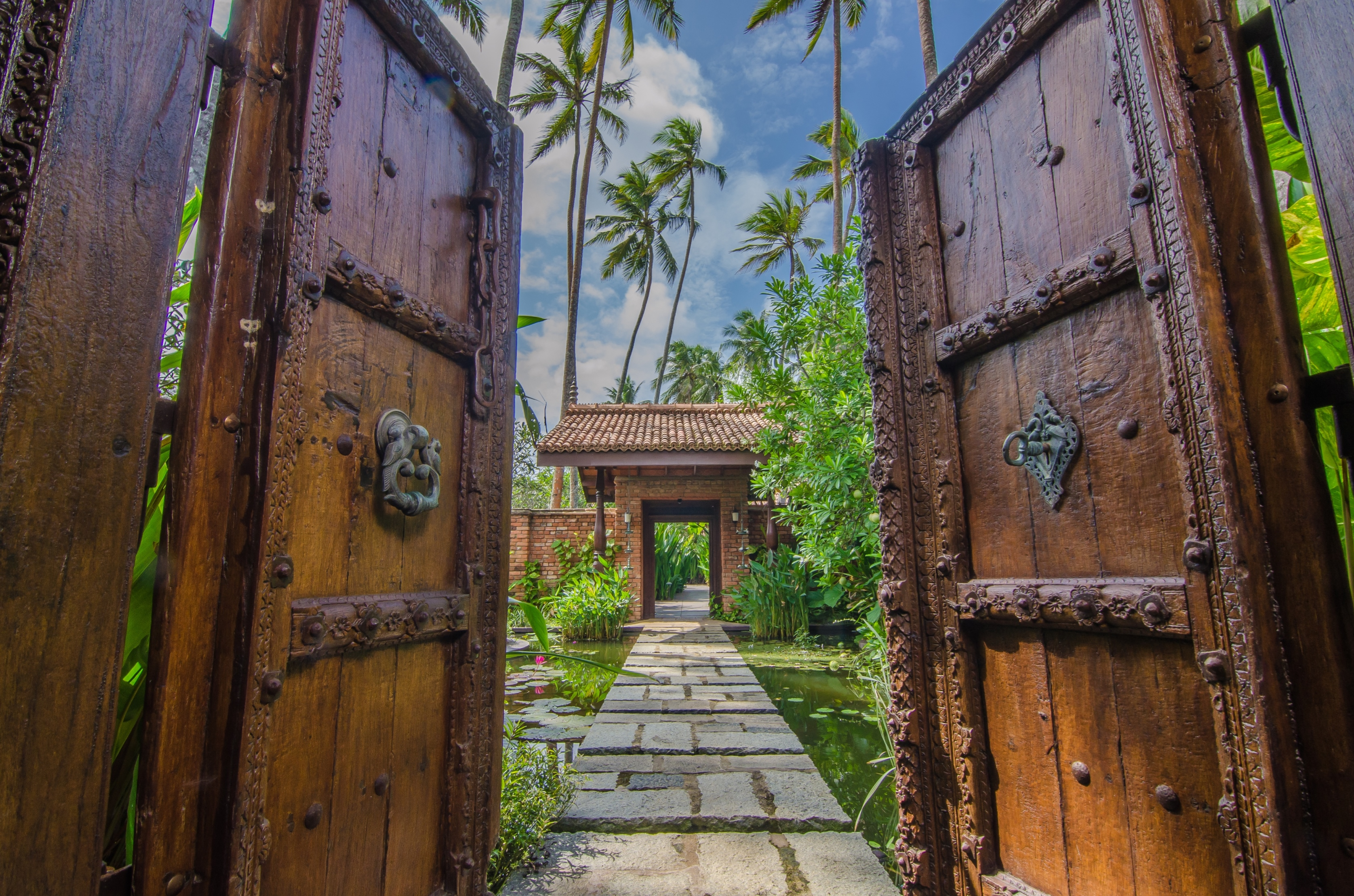 Reef-Villa-and-spa-entrance