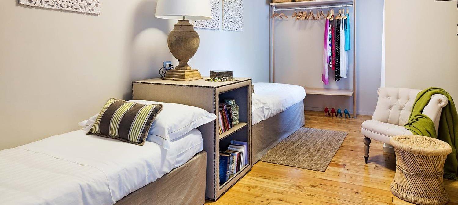 villa-trecastagni-sicily-twin-bedroom