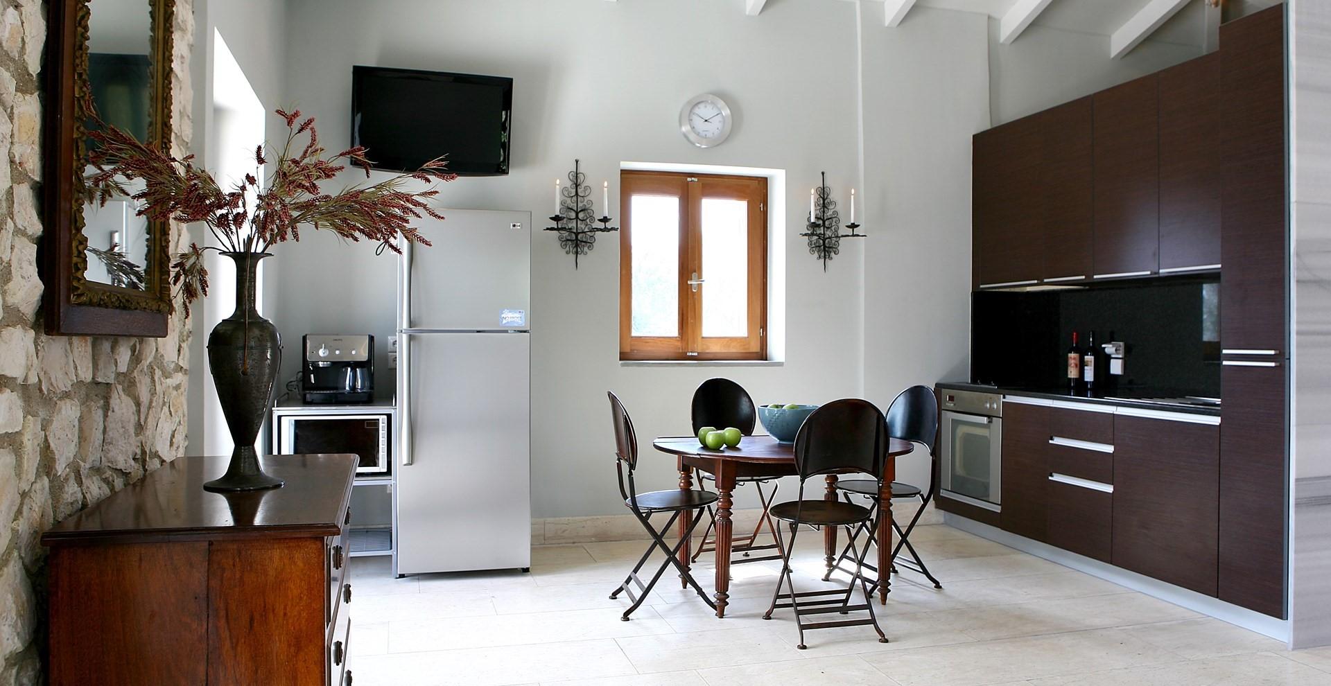 luxury-lefkada-cottage-kitchen