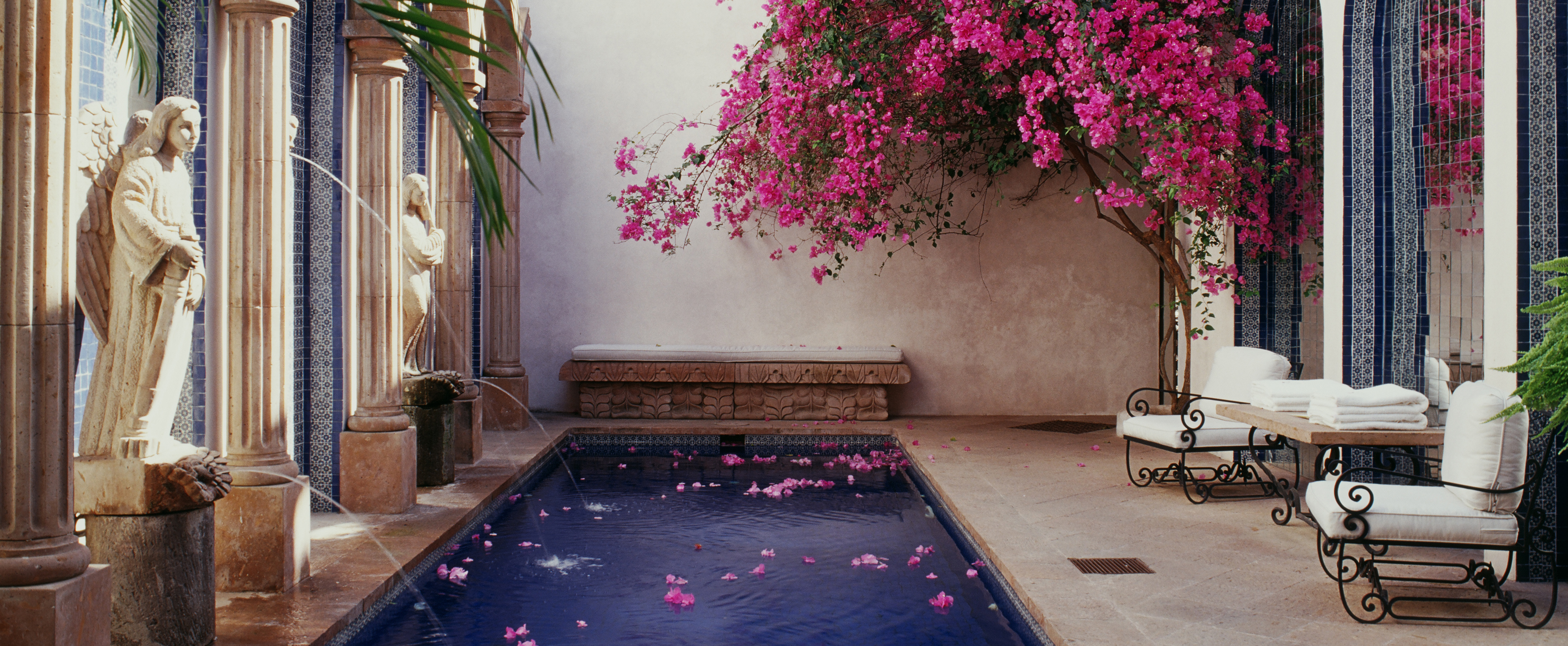 hacienda-pool-courtyard