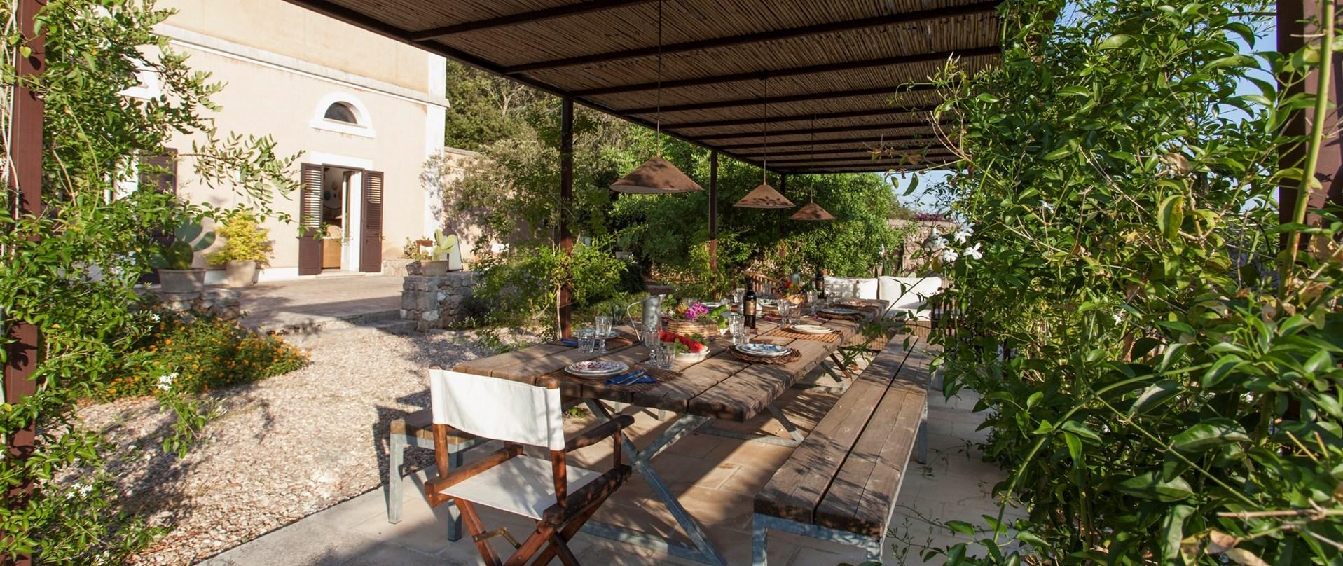 villa-puglia-al-fresco-dining
