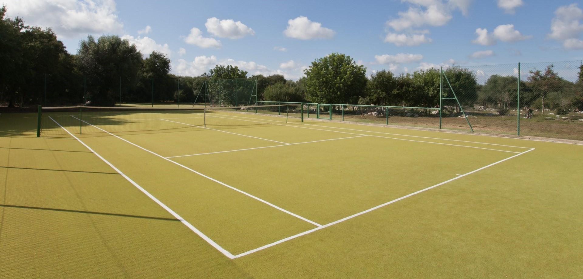villa-le-more-puglia-tennis-court