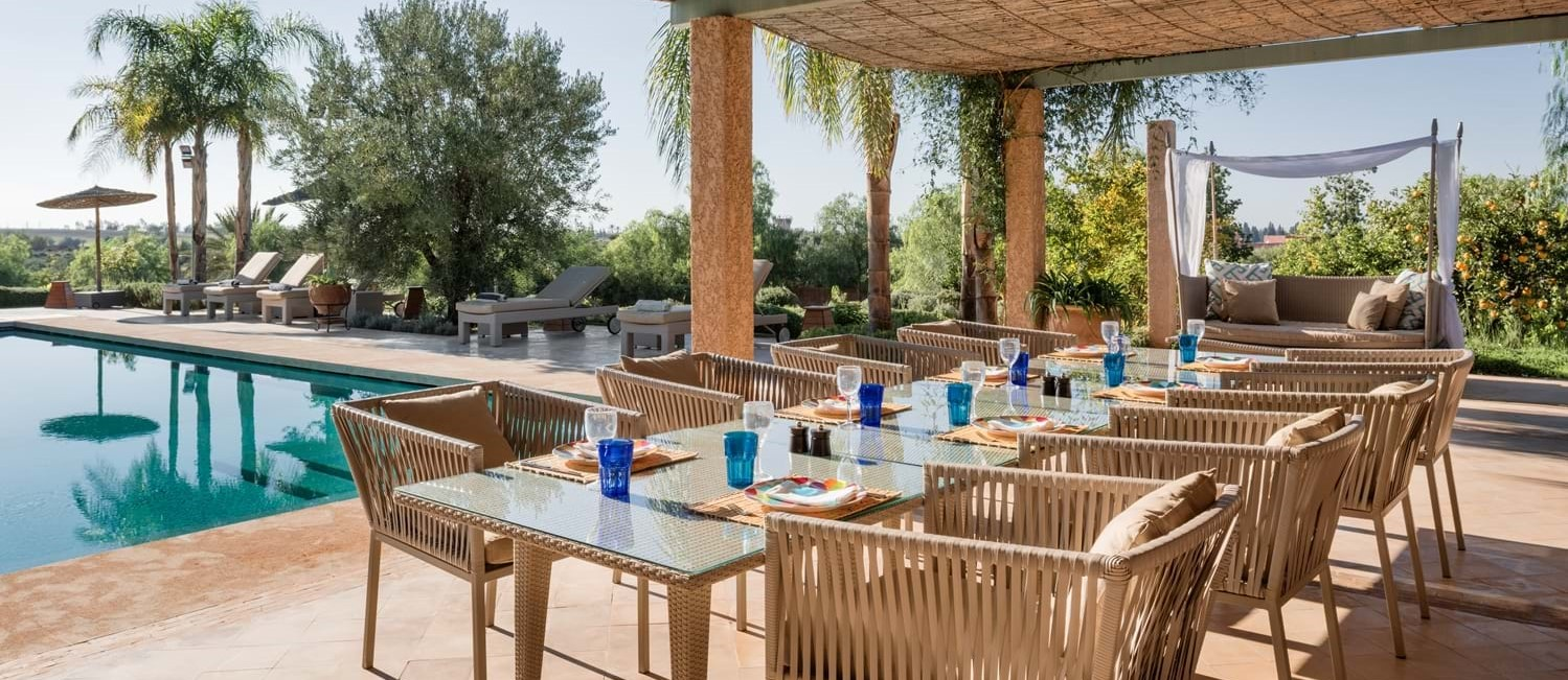 villa-cobalt-blue-dining-terrace