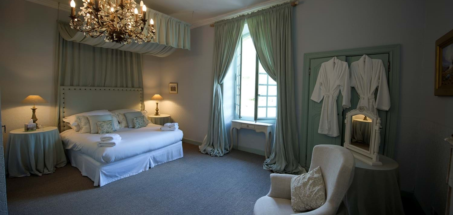 chateau-double-bedroom-1