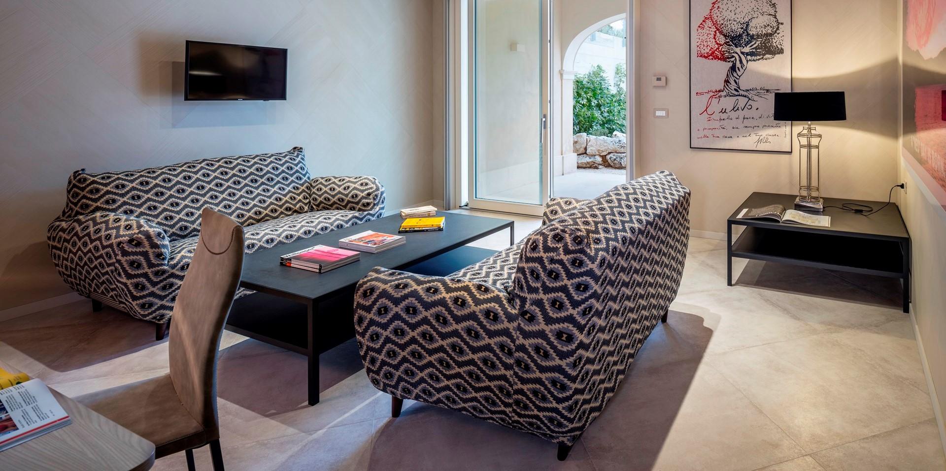 villa-dell-aquila-bedroom-2-lounge