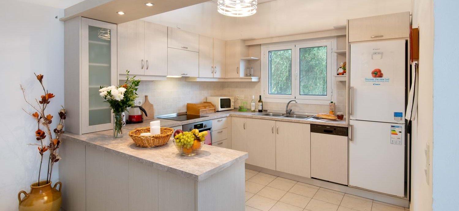 villa-fotoula-corfu-kitchen
