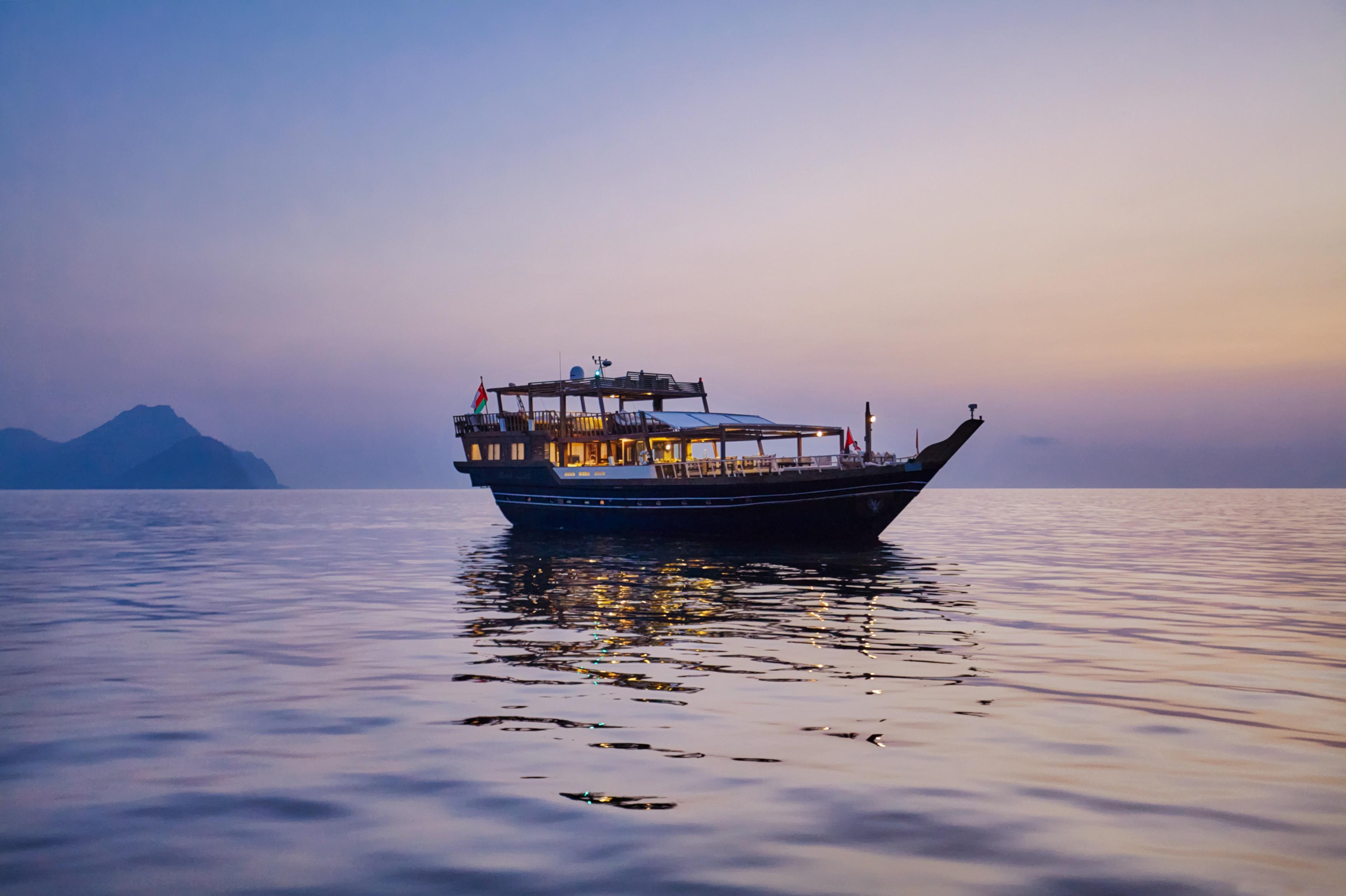 family-sailing-holiday-oman